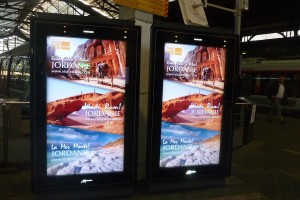 Digital advertisng campaign in Ile de France region stations - picture taken in St Lazare station