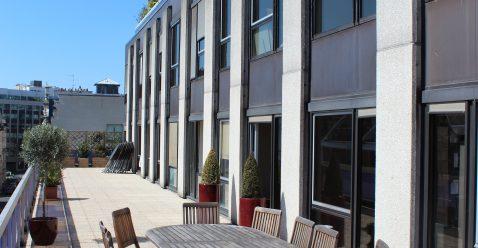 200 m² de terrasse pour organiser des afterworks ou simplement profiter du soleil !